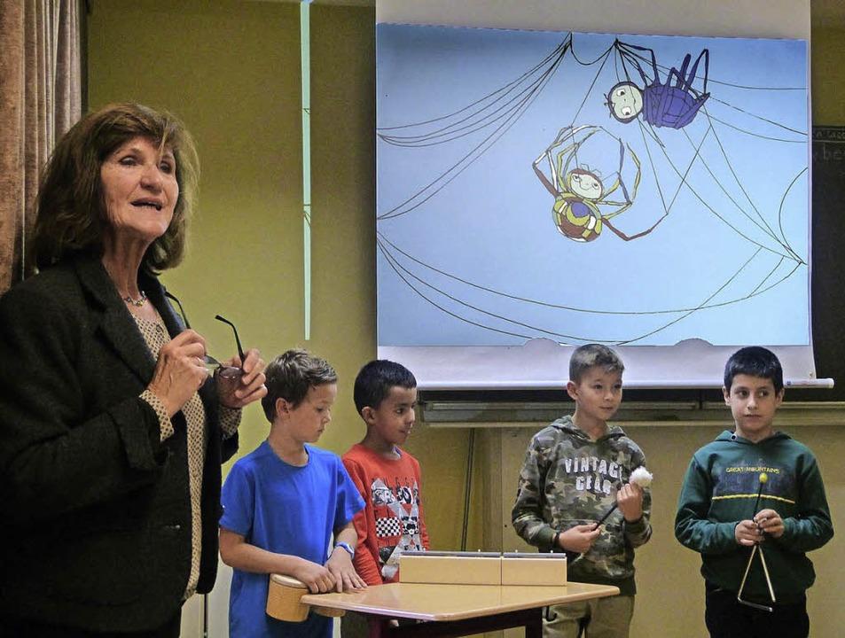 Die Schüler wurden bei der Lesung von ...Horstmann in das Geschehen einbezogen.  | Foto: Privat