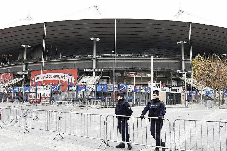 Polizisten vor dem Stade de France. (Foto: AFP)