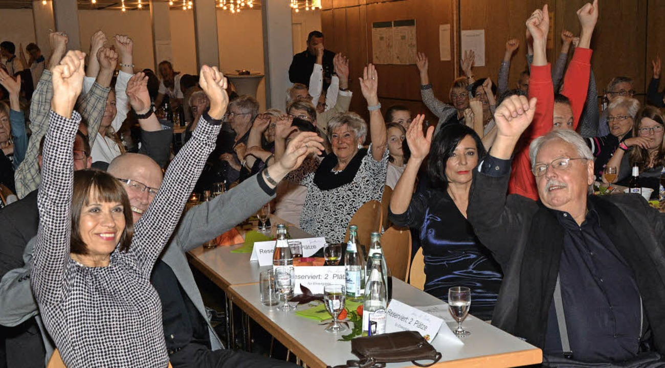 Hände hoch! Bei der Saalgymnastik stel...liche Leistungsfähigkeit unter Beweis.  | Foto: Heinz u. Monika Vollmar