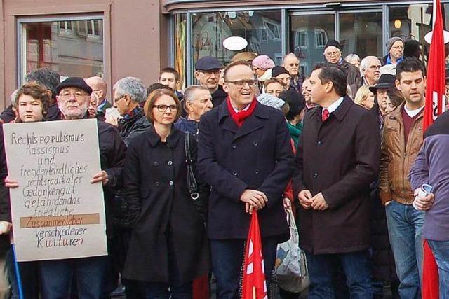 Bürger in Lahr demonstrieren gegen die NPD