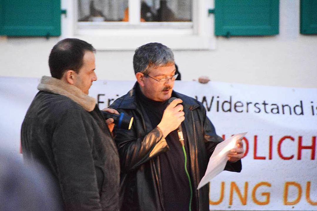 Versammlungsleiter Sven Diesslin (rechts)  | Foto: Hannes Lauber
