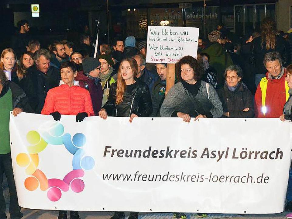 Auch der Freundeskreis Asyl aus Lörrach war bei der Gegendemo dabei.  | Foto: Ulrich Senf