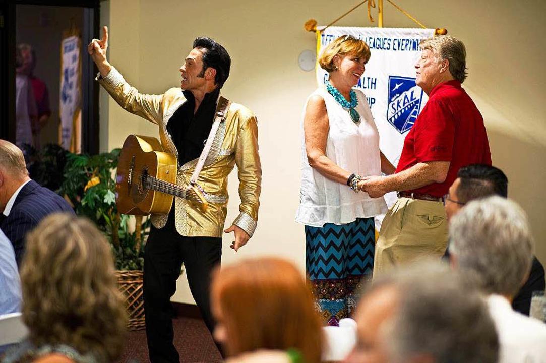 Jeden Tag trauen  Elvis-Imitatoren in Las Vegas rund ein Dutzend Paare.   | Foto: dpa