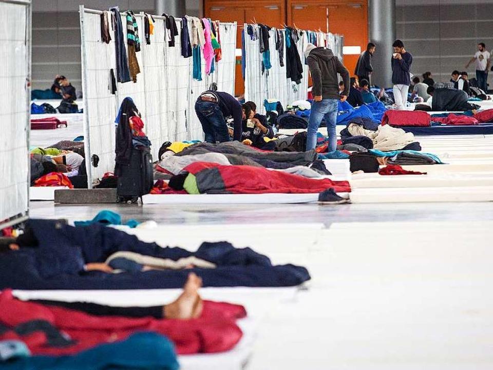 Viele Flüchtlinge in Freiburg sind so ...Vorkommnissen in Paris erfahren haben.    Foto: dpa