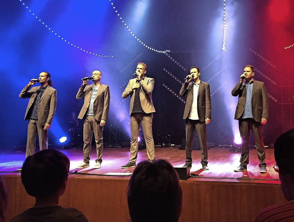 Die Wise Guys singen für die Opfer der...ie Farben der Tricolore getaucht ist.   | Foto: D. Soboll