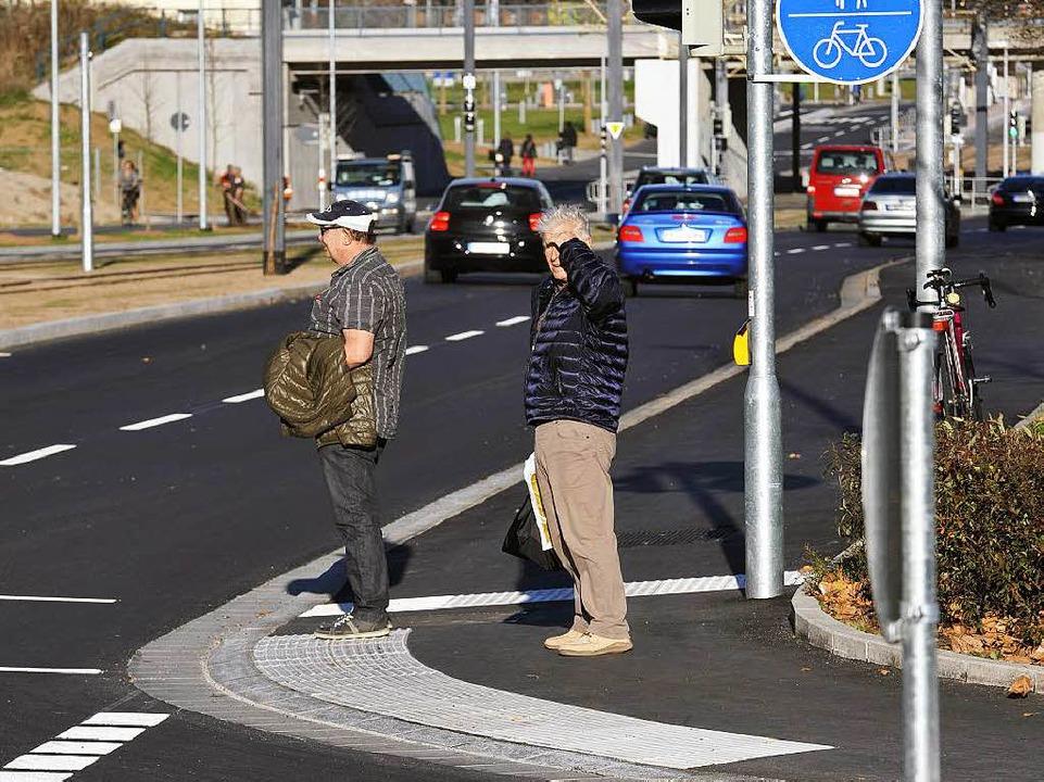 Wenn an der Ampel Berliner Allee /Elsä...en, wird das Passieren für Radler eng.  | Foto: Thomas Kunz