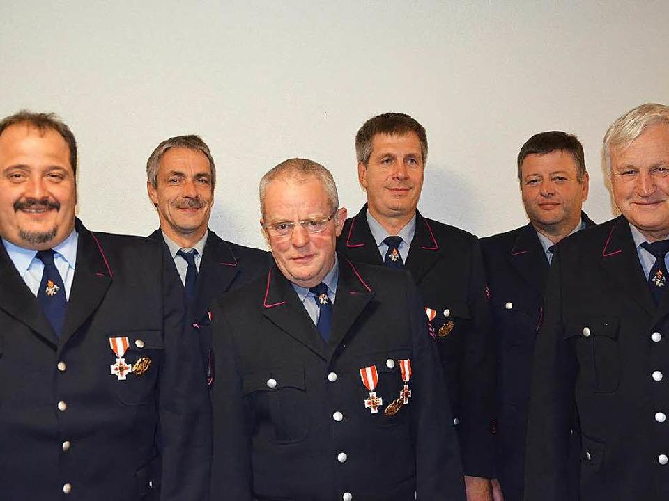Für langjährigen aktiven Feuerwehrdien... Jahre) und Rudolf Rombach (40 Jahre).  | Foto: Alexandra Wehrle