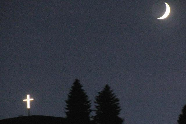 Zwei Leuchten am Nachthimmel