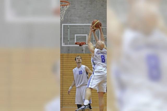 Sieg und Niederlage für Basketballer