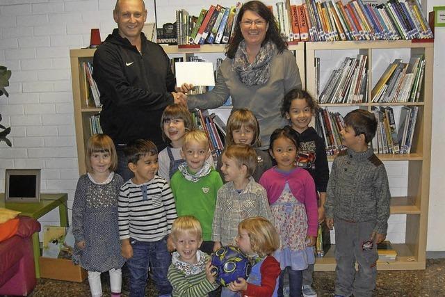 Sportfreunde spenden an Kindergärten Ichenheim
