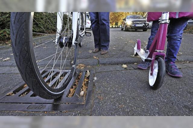 Gullydeckel können für Radler zur gefährlichen Falle werden