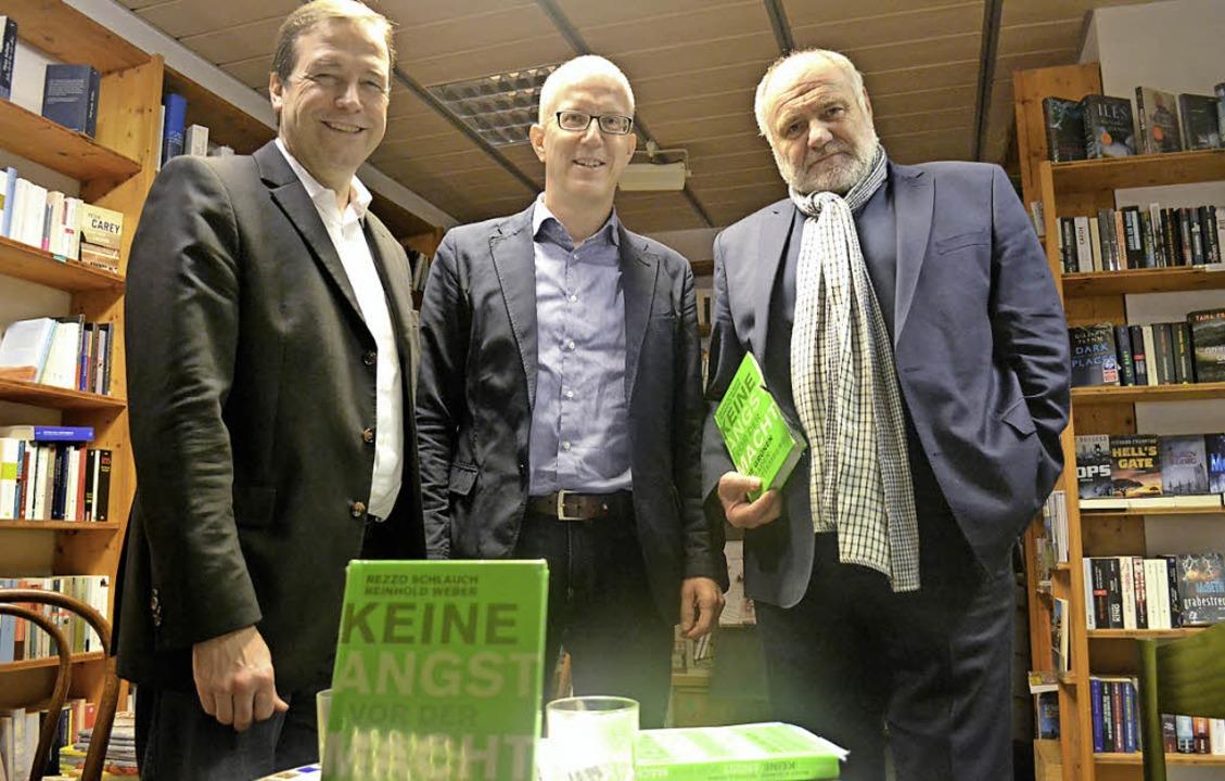 Thomas Marwein, Co-Autor Reinhold Weber und Rezzo Schlauch   | Foto: hru