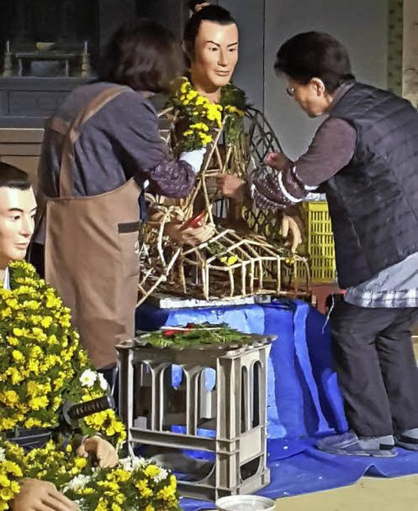 Nicht wie in Lahr geklebt, sondern auf...santhemen in Kasama für Themengruppen.  | Foto: STADT LAHR
