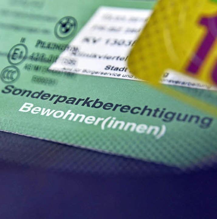 Wer in dem Gebiet parken will, braucht...st unter den Scheibenwischer (rechts).  | Foto: Michael Bamberger