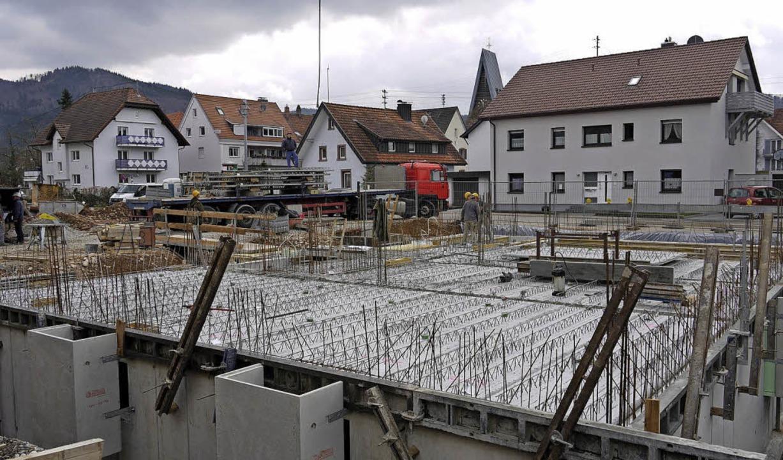 Vor zweieinhalb Jahren wuchs der erste...s mit Volksbankfiliale längst fertig.   | Foto: Archivfoto: Eberhard Weiss