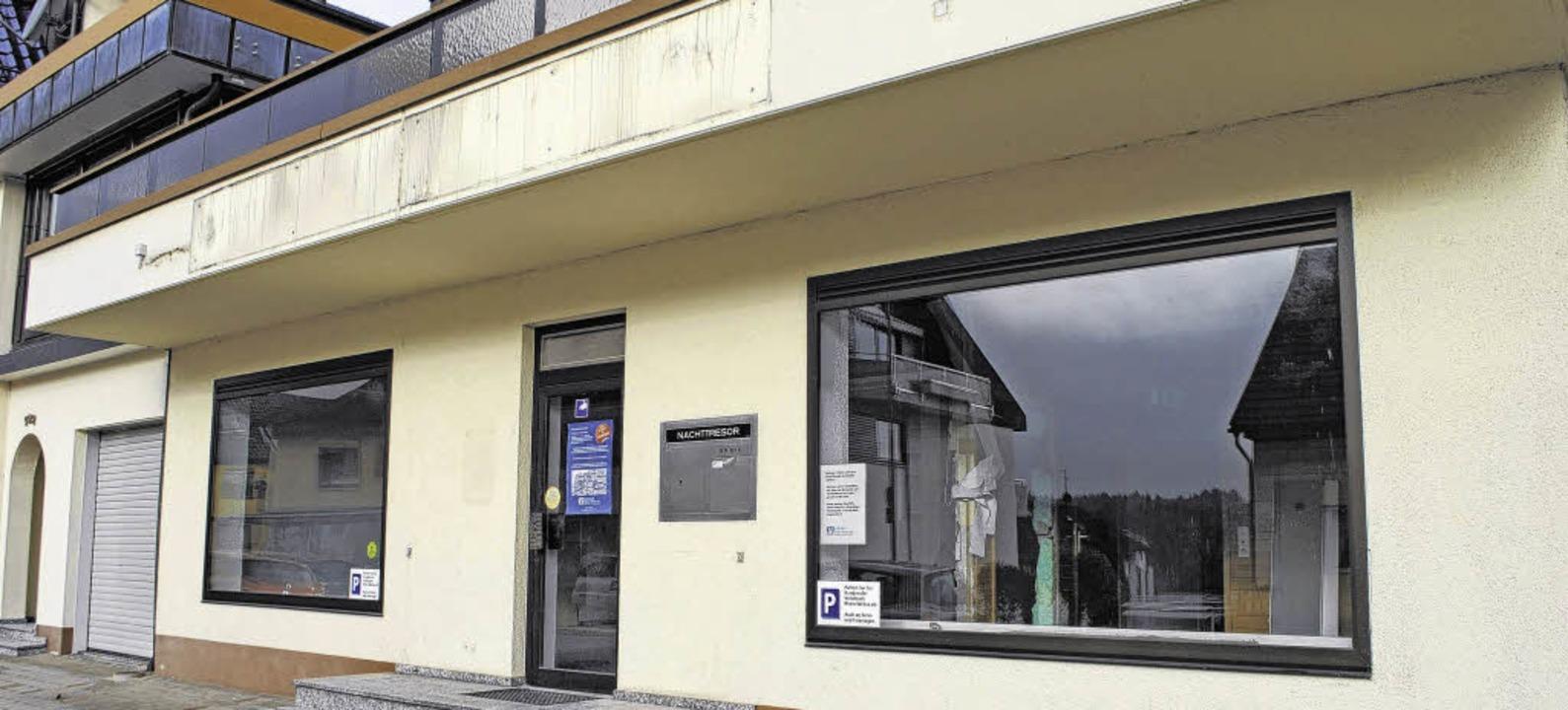 Türen geschlossen,  Logos entfernt: Di...lksbankfiliale in der Hauptstraße 102   | Foto: Juliane Schlichter