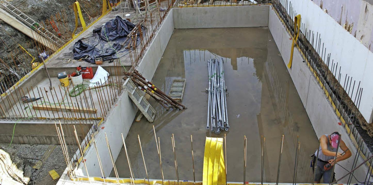 Der Bau der Heizzentrale beim Schwimmb...ktur soll die Kosten besser abbilden.   | Foto: Gemeinde