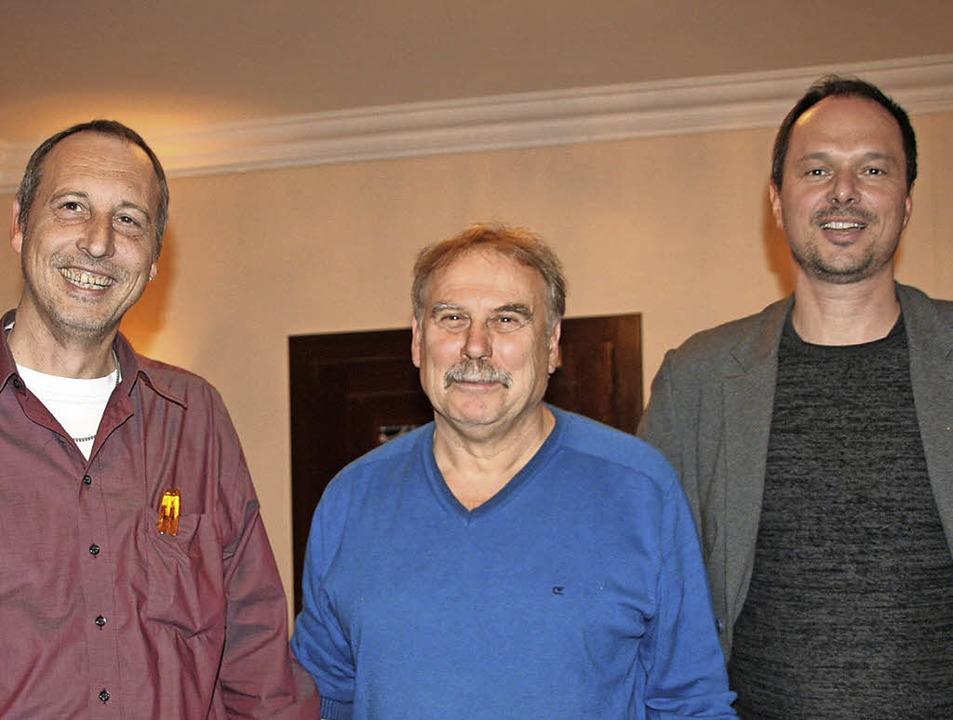 Ulrich Dick (von rechts), Vorsitzender...er und kommissarischer Schriftführer.   | Foto: Marlies Jung-Knoblich