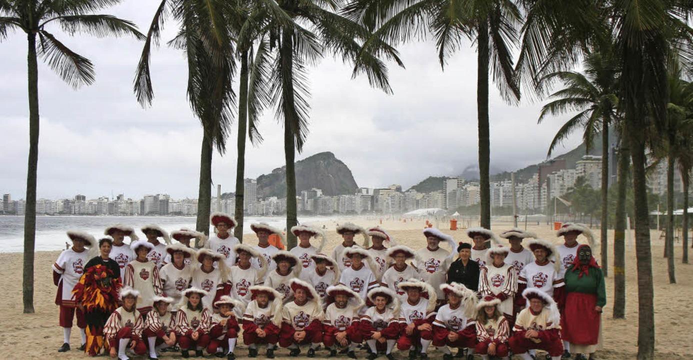 Der Fanfarenzug Zell in Rio an der Cop...er Fasnachtsmasken wurden mitgeführt.   | Foto: Privat