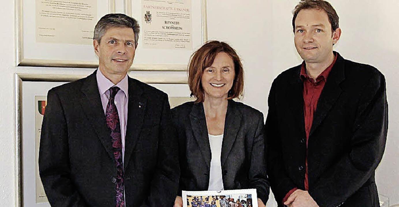 Stefan Schmidt und Barbara Jorg vom Mu... Bürgermeister Christof Nitz (links).     Foto: ZVG