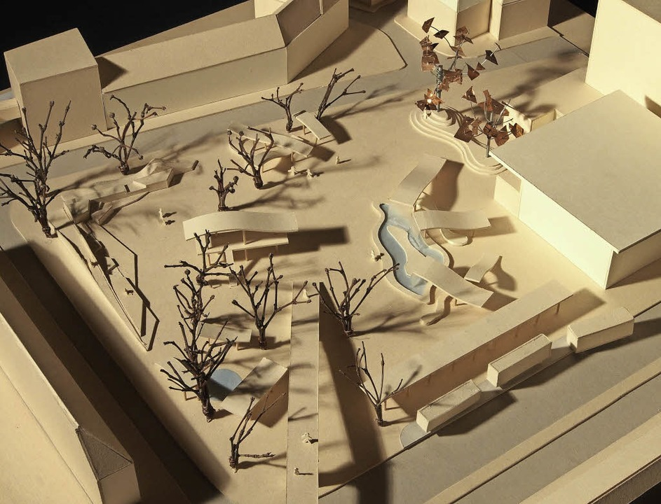 Das Modell der Schülerinnen und Schüle...brücke zum Stadtgarten im Vordergrund   | Foto: Privat
