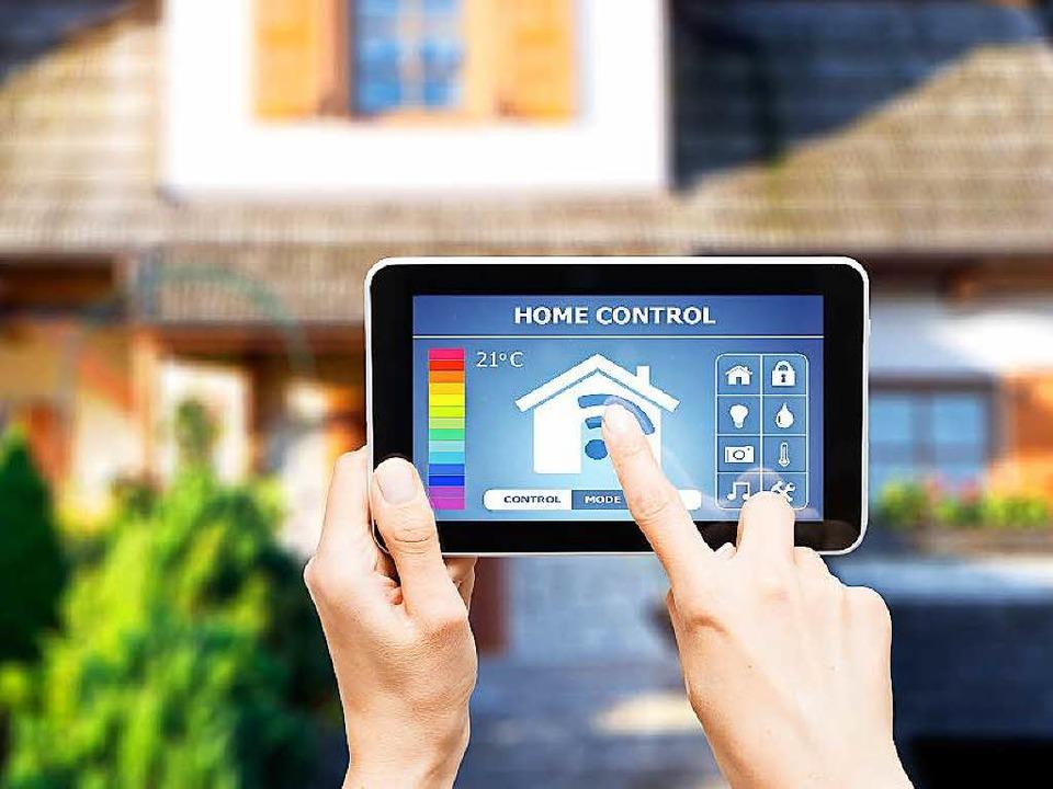 Im Smart Home lässt sich vieles via App fernsteuern, die Heizung zum Beispiel.  | Foto: Artur Marciniec (Fotolia)/dpa