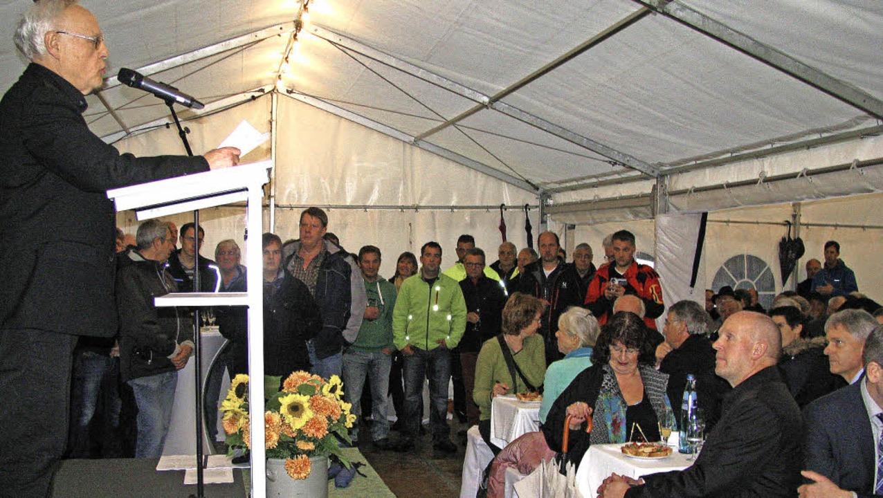 An die 200 Gäste waren der Einladung v...stzelt an der Etzenbachbrücke gefolgt.  | Foto: Manfred Lange