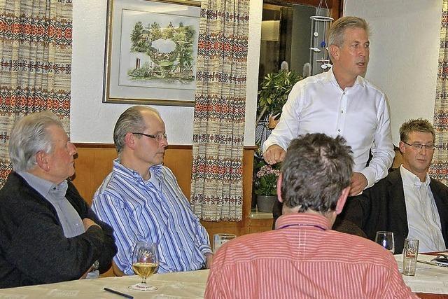 Angeregte Diskussion mit dem Landtagskandidaten