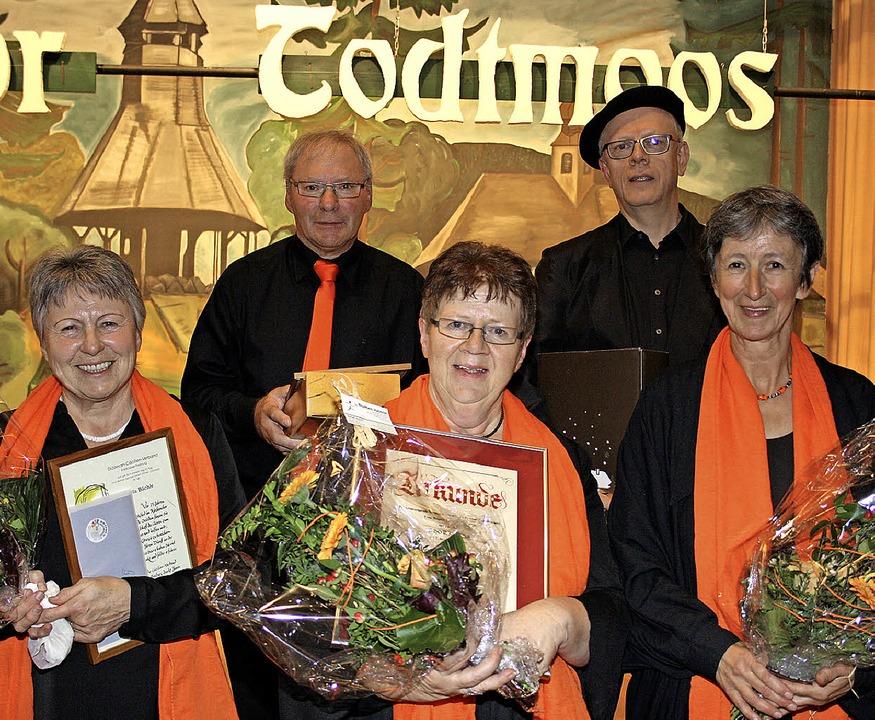 Ehrungen beim Kirchenchor-Jubiläum  (v...t, Josef Robrecht und Gertrud  Freitag  | Foto: Andreas Böhm