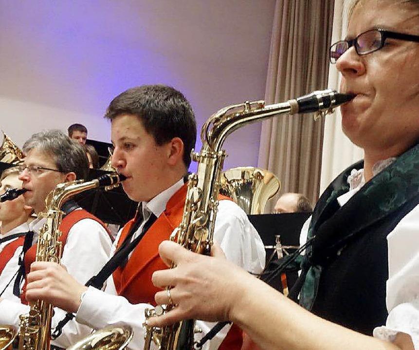 Optisch und akustisch ein festlicher Auftritt: die Trachtenkapelle Bollschweil   | Foto: Anne Freyer