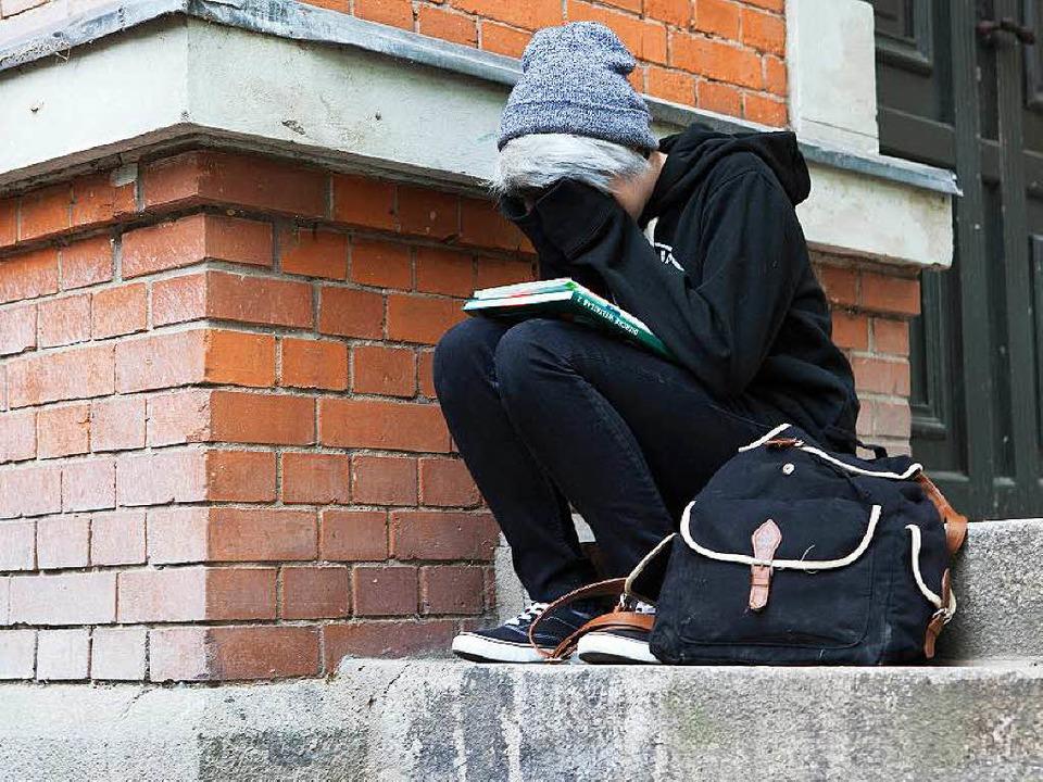 Mobbing kann bei Schülern Angst und Depressionen auslösen.   | Foto: dpa