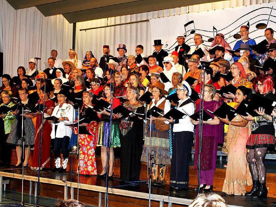 Halleluja: Was die Sängerinnen und Sän...r ein vielstimmiges, großes Musikfest.    Foto: Heiner Fabry