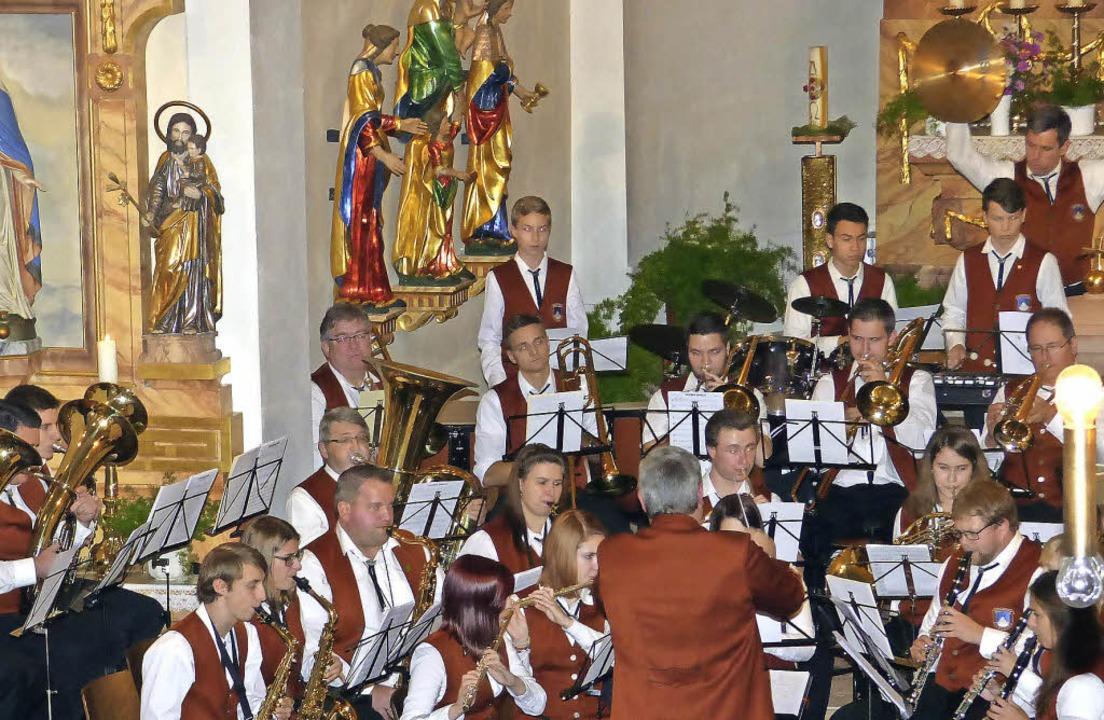 Beim Abschiedskonzert beeindruckten Mu... und Dirigent noch einmal gemeinsam.    | Foto: frank leonhardt