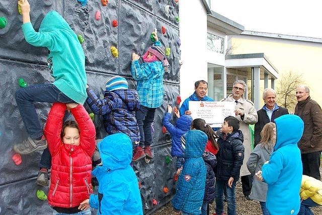 Schneucker lässt Kindern Vortritt an Kletterwand