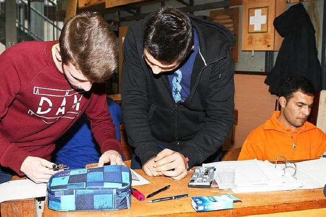 Eignungstest für junge Schreiner in der Schopfheimer Gewerbeschule