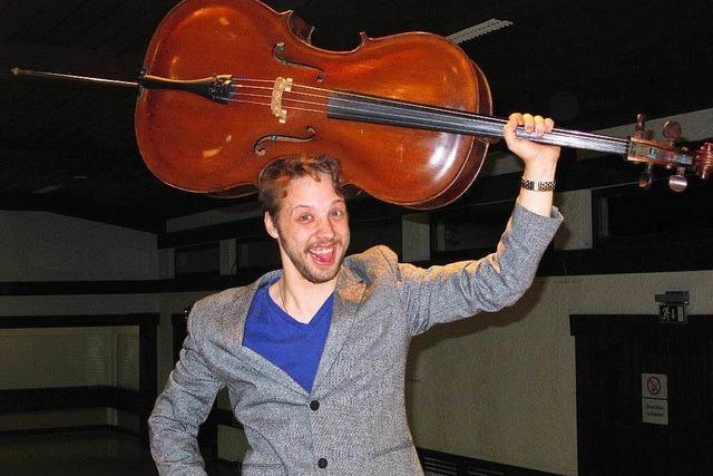 Aaron Solberg beim Jahreskonzert am Dirigentenpult