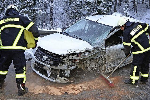 Autofahrer wird verletzt