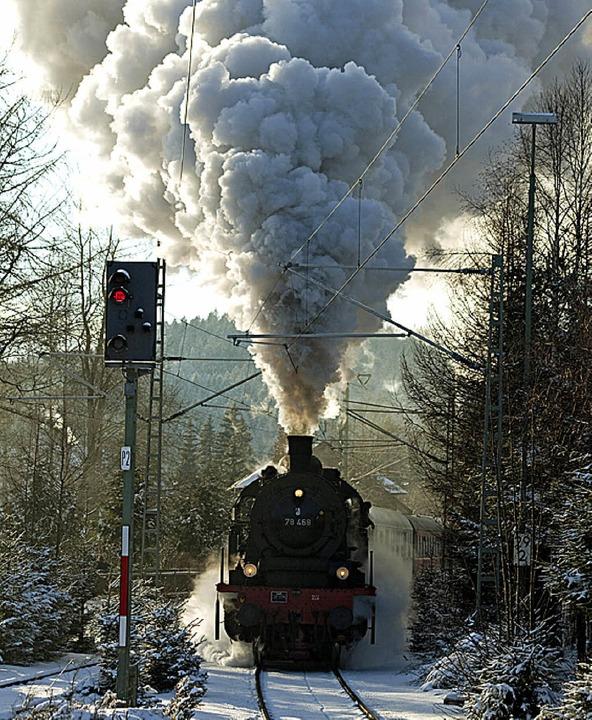 Mit Volldampf: der Museumszug der Interessengemeinschaft 3Seenbahn   | Foto: Jörg Sauter