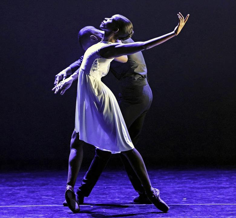 """Szene aus der Choreographie """"Dépouillement""""     Foto: Bill Cooper"""