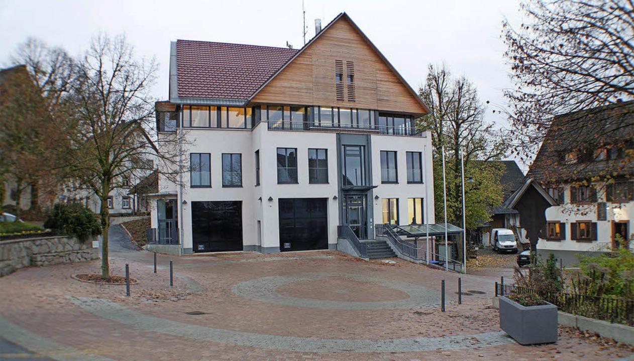 Ein Teil des Dorfplatzes ist mit Pfost...rforum ein Gesamtkonzept für das Dorf.    Foto: Helmut Rothermel
