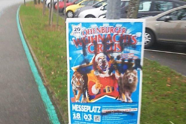 Unbekannte zerstören 200 Plakate des Offenburger Weihnachtscircusses