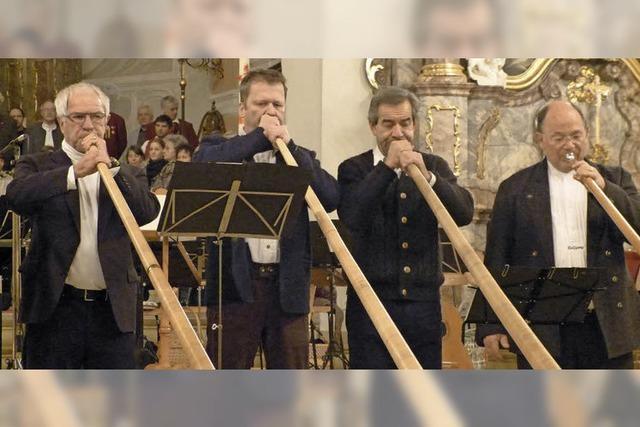 Die Alpenländische Musiziergruppe spielt in Malterdingen