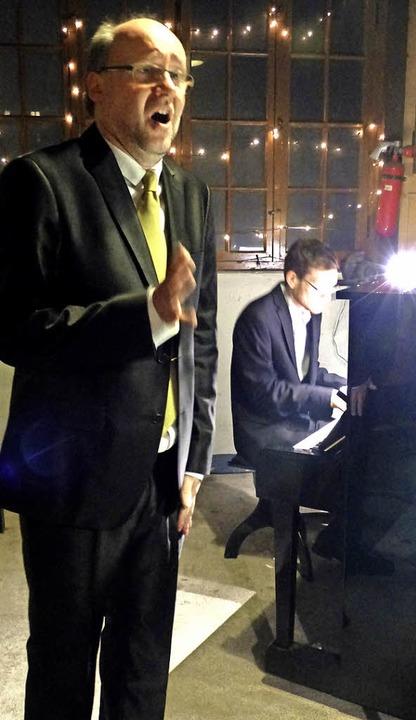 Eckhard Gab (Gesang) und Johannes Brun...gestalteten einen besinnlichen Abend.     Foto: Ingrid Arndt