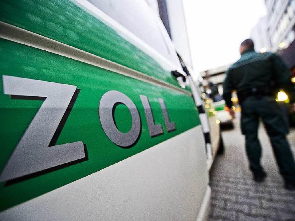 Der Zoll kontrollierte in der Region m it 65 Fahndern 73 Taxibetriebe.   | Foto: Archivbild: dpa