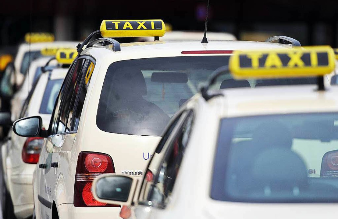 Das Taxigewerbe gilt als anfällig für unerlaubte Niedriglöhne.   | Foto: Archivbild: dpa