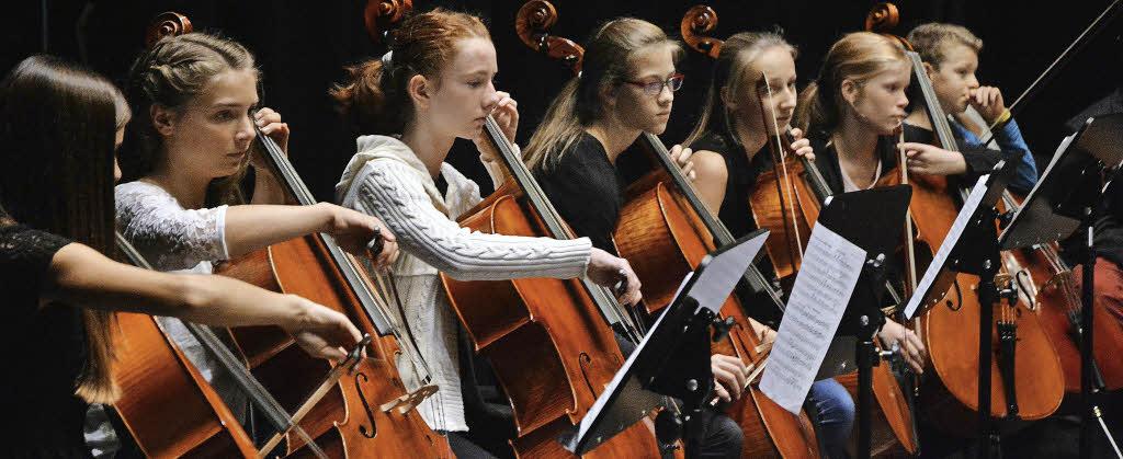 250 Musiker Bringen Den Burghof Zum Klingen