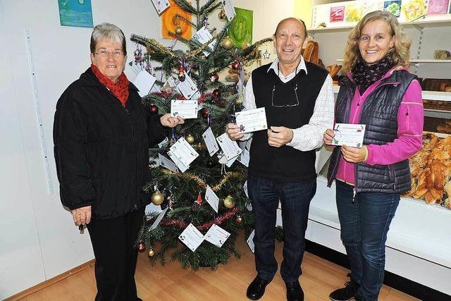 Weihnachtspäckchenaktion von Tafelladen und Kinderschutzbund