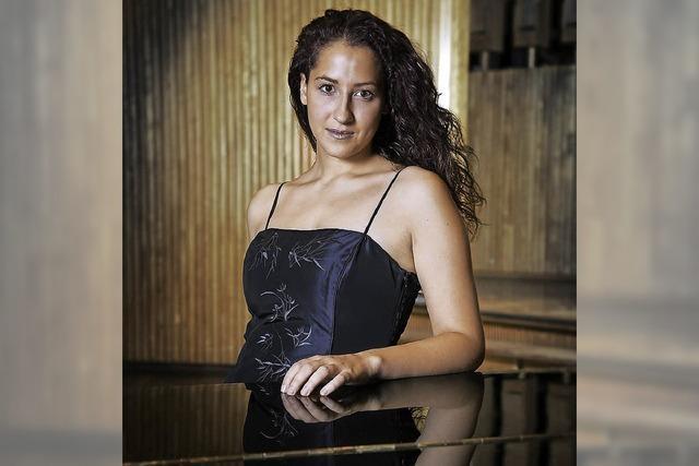 Die Pianistin Meryem Natalie Akdemzil gibt zwei Erzählkonzerte