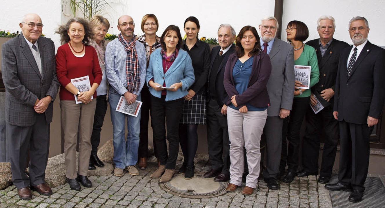 Die Autoren des vom Geschichtsverein h...Zeller und Vorsitzender Peter Ziegler   | Foto: Haberer