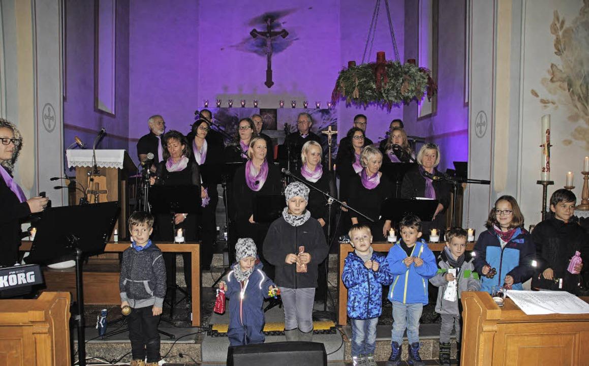 Eine besonders gelungene Einlage war d...n den Gesang tatkräftig unterstützten.  | Foto: Rombach